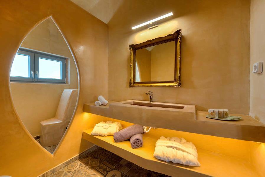 Nereus_King_Suite_Bathroom