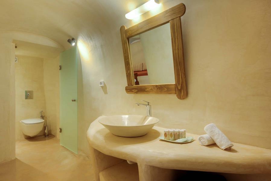 Oceanida Cave Suites Bathroom