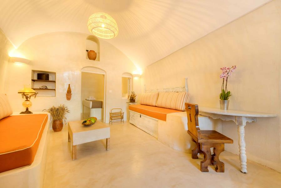 Oceanida Cave Suites Living room